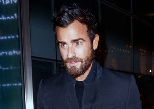 Justin Theroux proves the power of a topcoat